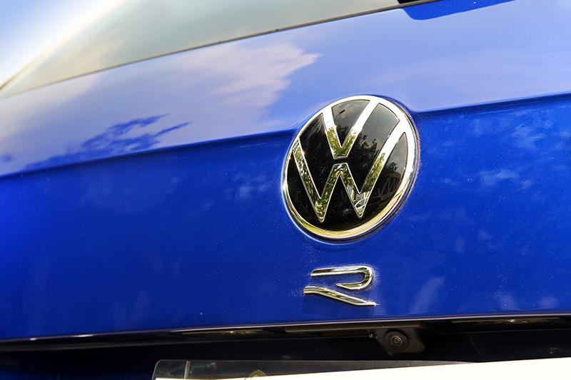 尾廂上的車型字樣也被專屬的R字所取代