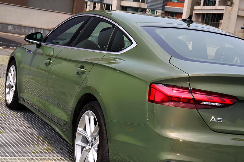 剛硬帶柔順曲線的斜背身形是喜愛A5 Sportback的原因之一。