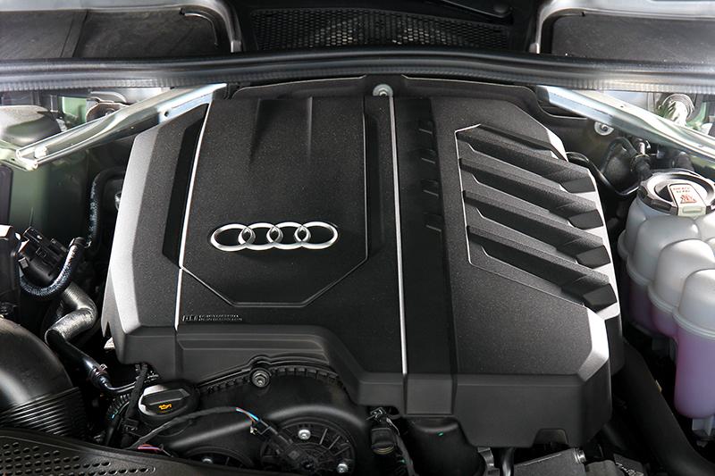 動力由204hp/32.6kgm搭配12V輕油電組成。