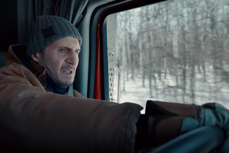 【車勢星聞】影/耗資10億實景拍攝!《疾凍救援》連恩尼遜冰路狂飆卡車展身手。(圖:甲上提供)
