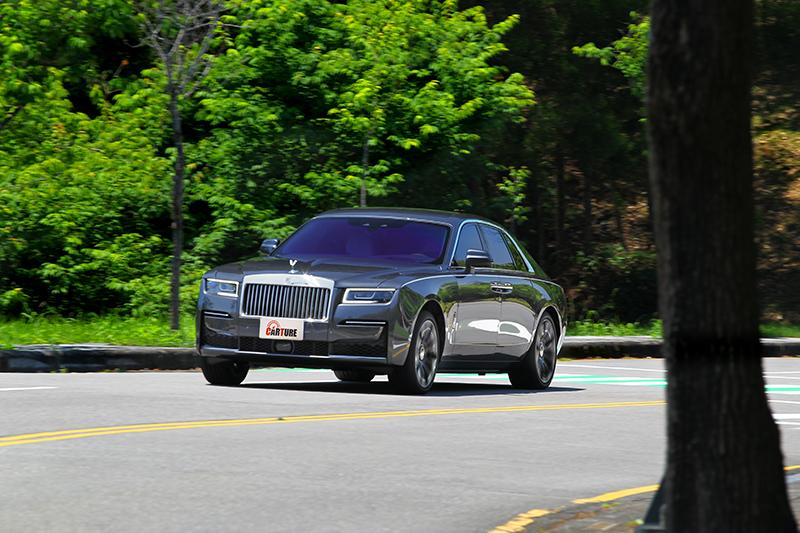 即便身為Rolls-Royc入門車型Ghost,但動靜都散發頂級旗艦氣勢。
