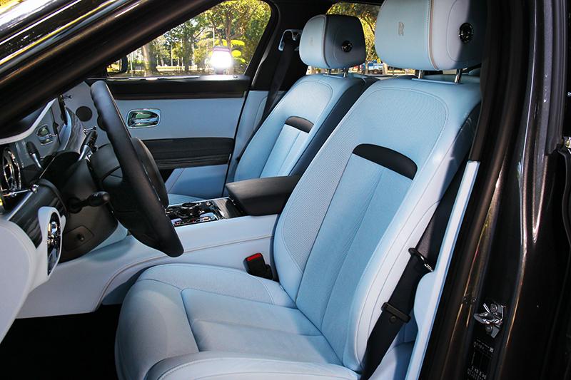 頂級皮革與座椅設定,坐起來就只有舒服。