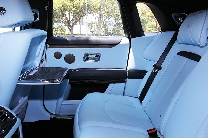 3,295mm軸距+椅背/墊可調+按摩+星空頂篷,就是享受沒有其它。