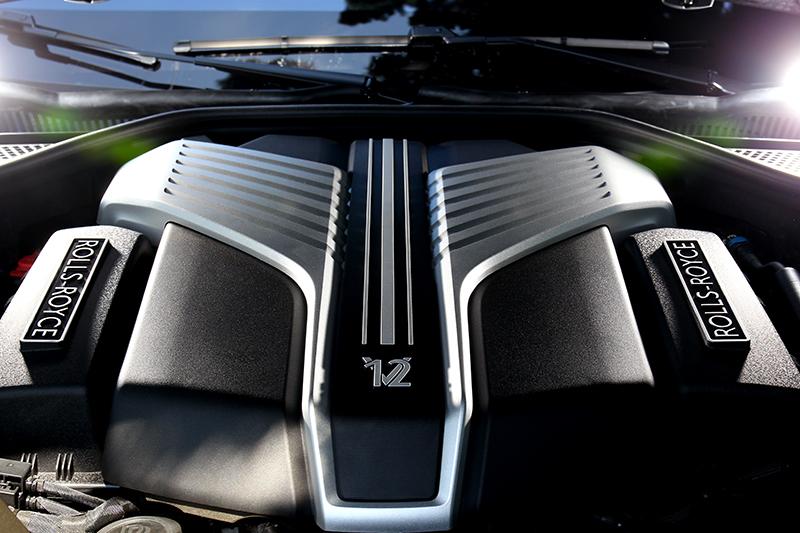 6.75升V12渦輪引擎,擁有563hp/86.7kgm最大動力輸出。