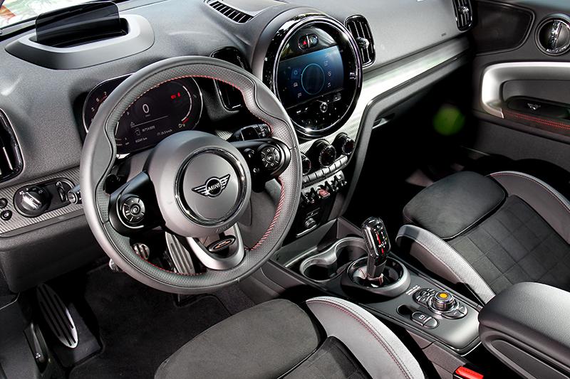 JCW車型座艙當然也要有熱血配置。