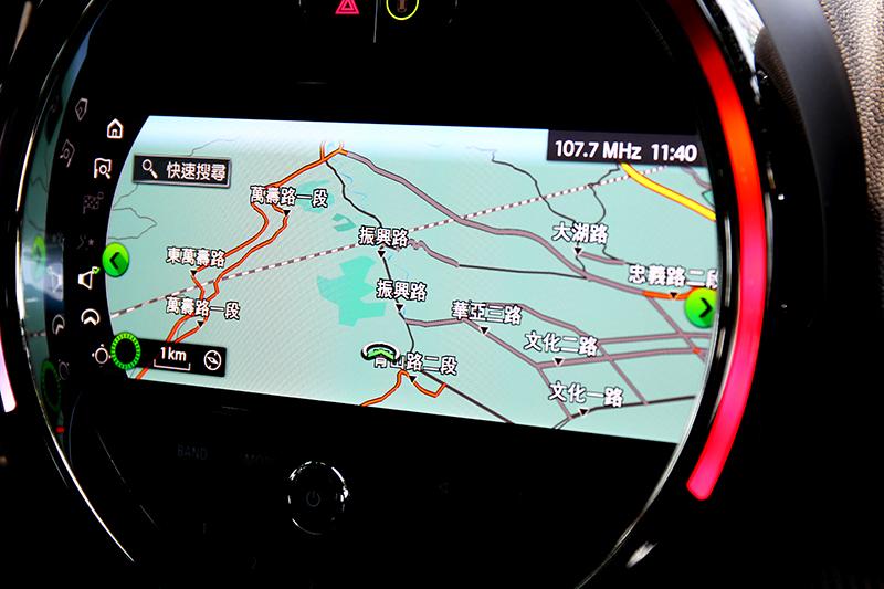 原廠內建導航圖資,當然也可透過Apple CarPlay連接使用地圖。