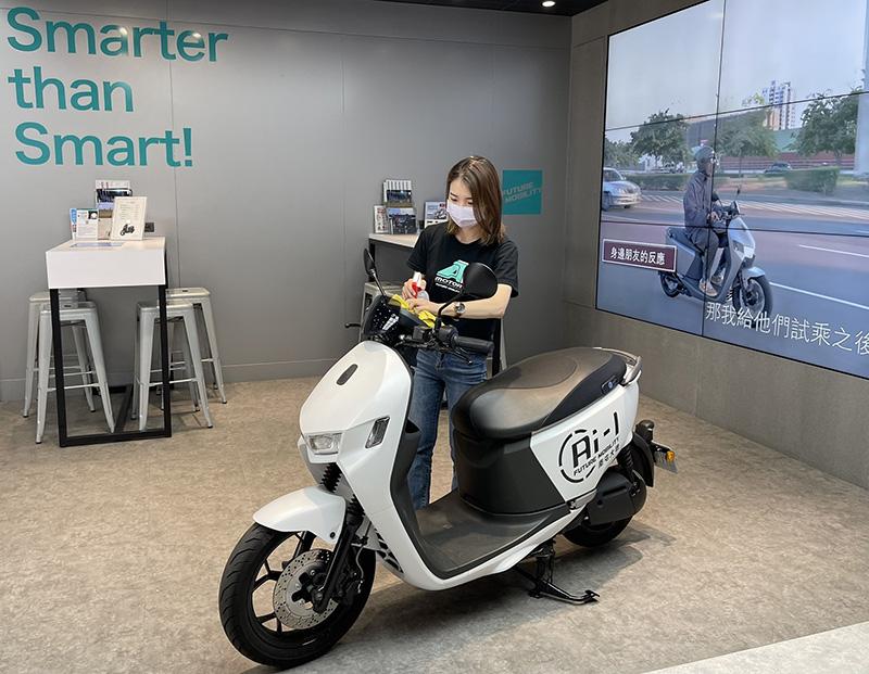 宏佳騰智慧門市車輛、試乘車每日皆進行多次消毒作業,讓所有消費者賞車過程健康安心無虞。