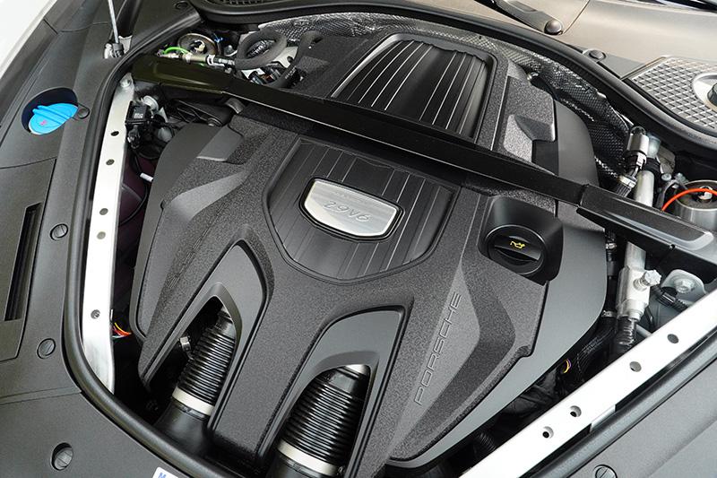 小改款Panamera最重要的改變是Panamera與Panamera 4換裝2.9升渦輪增壓V6引擎。