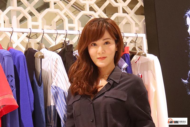 【車勢星聞】人氣演員邱琦雯與時尚品牌iROO合作推出聯名款。
