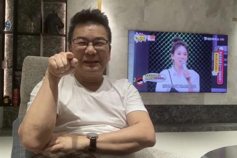 【車勢星聞】沈玉琳直播陪大家看《11點熱吵店》。(圖:TVBS提供)