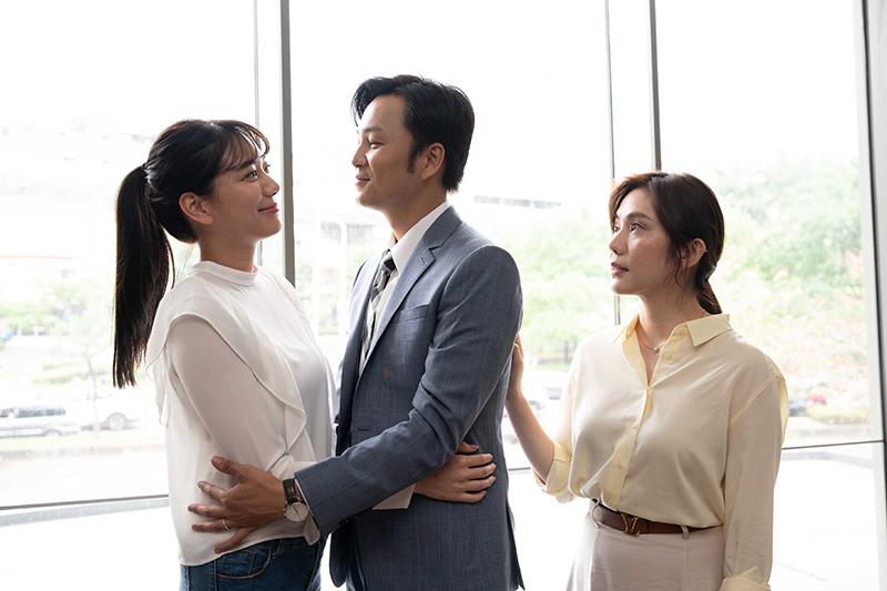 【車勢星聞】《女力報到-男人止步》張書偉背著王宇婕外遇激吻邱珮淇。(圖:TVBS提供)