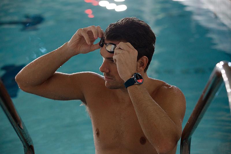 TAG Heuer 泰格豪雅Connected 智能腕錶(藍色錶帶,44毫米錶徑), 參考編號SBG8A11.BT6220。(圖:品牌提供)