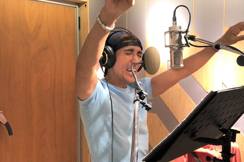 【車勢星聞】潘若迪發行人生第一首單曲《健人就是腳勤》,快嘴rap唱1秒9個字。(圖:艾迪昇傳播提供)