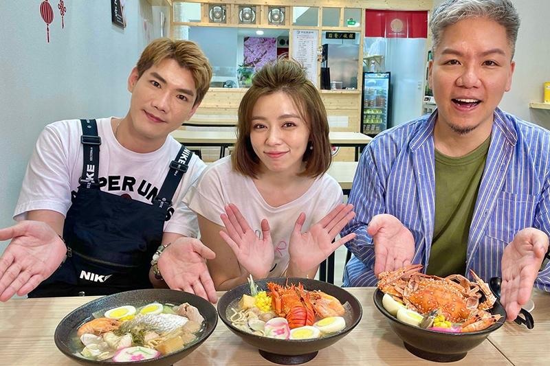 【車勢星聞】王瞳今年四月帶《娛樂超skr》小路(左一)跟阿甘去品嘗鍋燒意麵。(圖:民視提供)