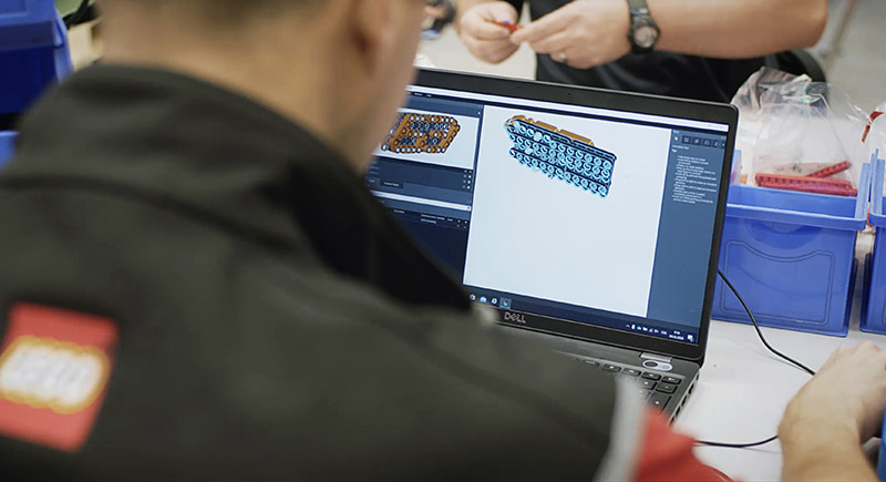 LEGO® Technic™團隊,花了5,370小時開發1:1原尺寸的Sián FKP 37模型。
