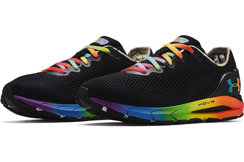UA Pride 系列_男 HOVR Sonic 4慢跑鞋$4,280。(圖:品牌提供)
