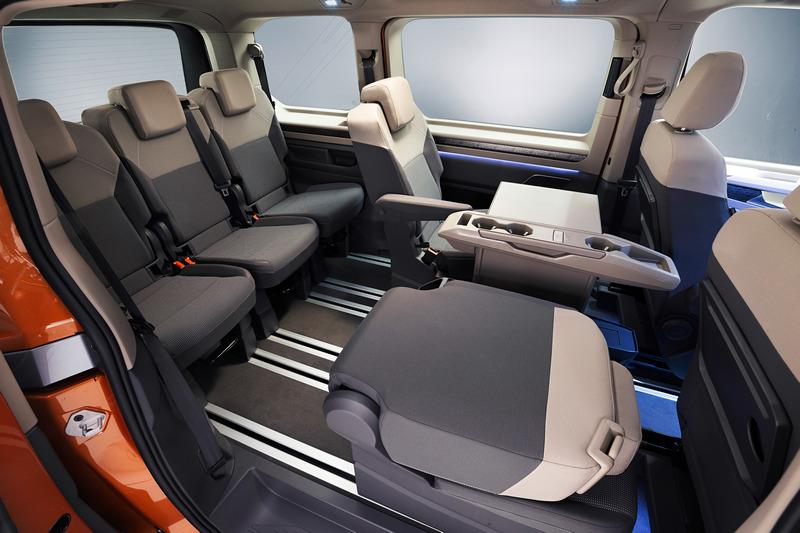 第三排改為三張獨立座椅,讓空間運用更加靈活。