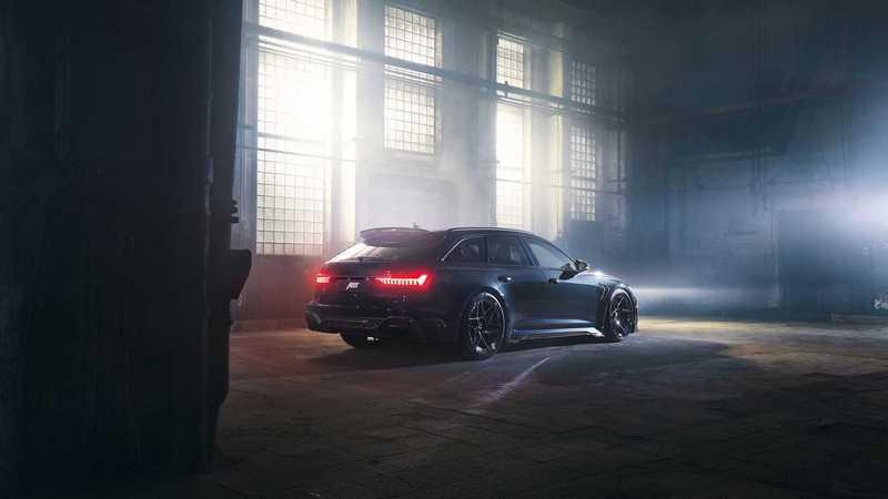 RS6 Avant Johann Abt Signature Edition外觀換上更具運動氣勢的空力套件。