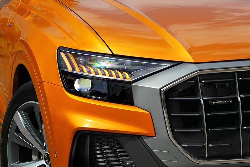 身為旗艦車型Matrix LED頭燈當然是標配。
