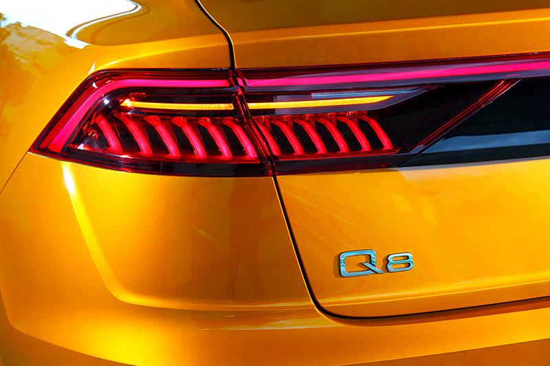 方向燈採用動態設計,且尾燈辨識度也極高。