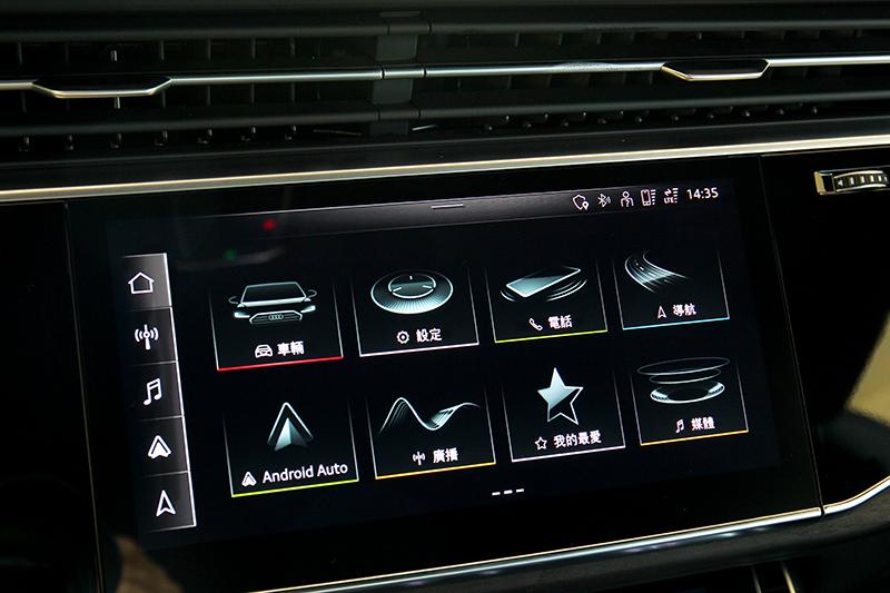 10.1吋中控螢幕採最新MMI系統,同時也支援無線Apple CarPlay。