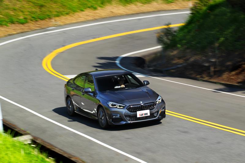 大量鋁合金與高強度鋼材組成的車身不僅重量更輕,同時剛性與抗扭曲能力也更加優異。