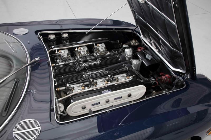 400 GT搭載的4.0升V12自然進氣引擎,具有320hp最大馬力。