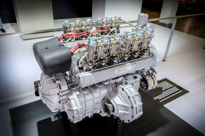 4.0升V型12缸自然進氣引擎,可輸出最大馬力370hp。