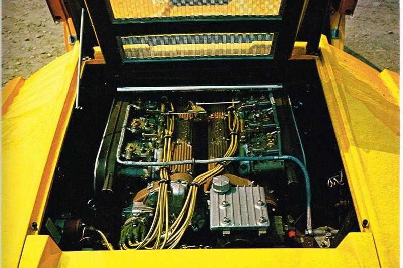 Countach首度採用中置縱列引擎布局。