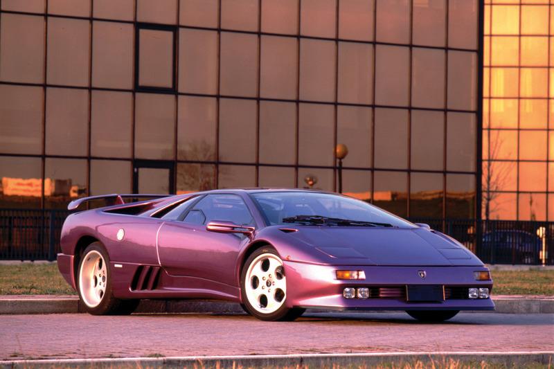 1990年發表的Diablo首次採用四輪驅動系統。
