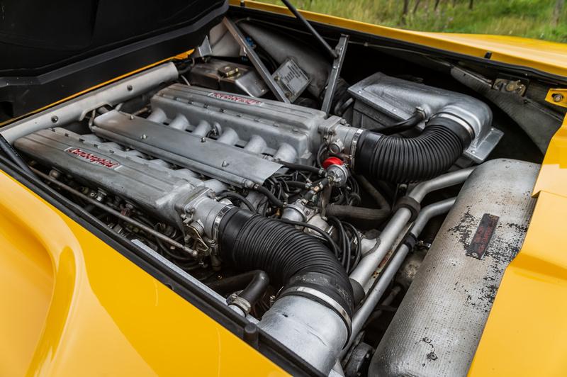 5.7升V12引擎擁有485hp最大馬力。