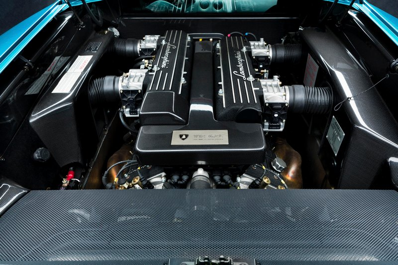 Murciélago搭載6.2升V12引擎,可輸出最大馬力580hp,極速則可達330公里/小時