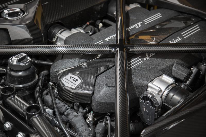6.5升V型12缸自然進氣引擎有著770hp最大馬力輸出。