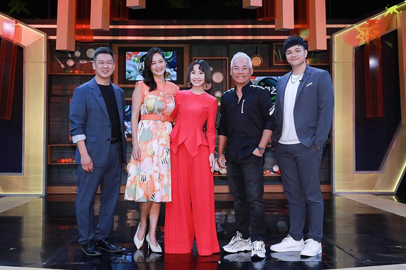 【車勢星聞】《料理之王2》(右起)廚佛瑞德Fred、巫啟賢、Lulu黃路梓茵、Janet、阿發師施建發。(圖:東森提供)