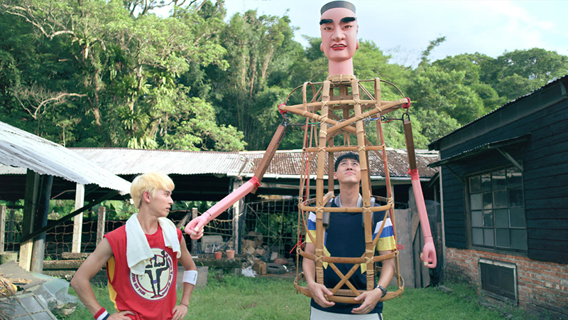 【車勢星聞】《神之鄉》主要演員李玉璽、林暉閔、廖威廉三人要扛神將,他們從15公斤的孟宗竹架開始練起