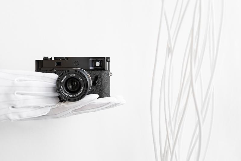 徠卡相機推出M10-R全新特別設計版  徠卡M10-R黑漆版,建議售價27.8萬元。(圖:品牌提供)