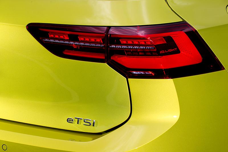 尾燈也是IQ.Light,動態方向燈提升辨識與視覺效果。