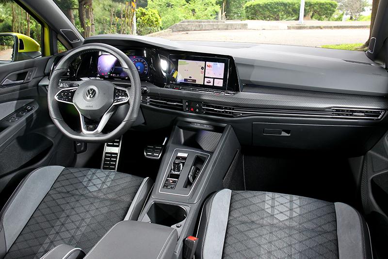 新世代Golf座艙變得更簡約且科技感更強烈。