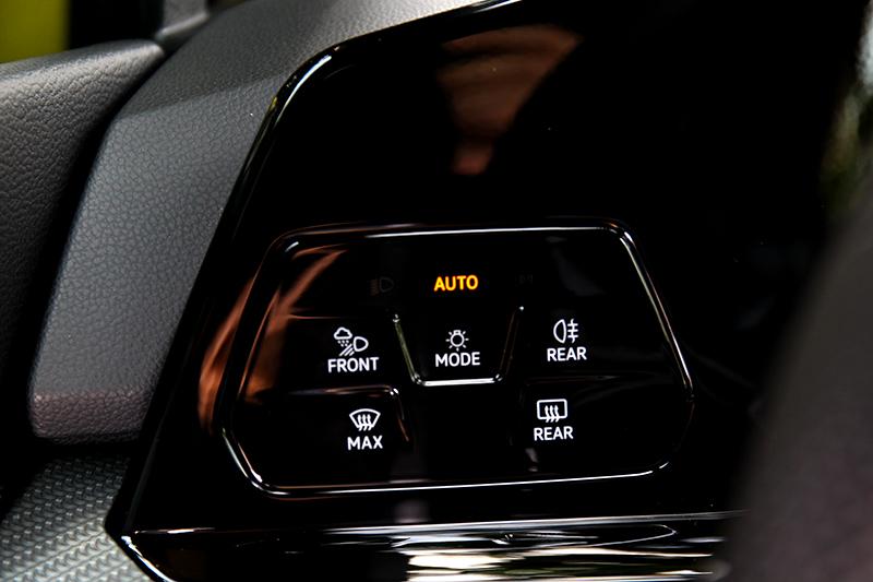 燈源開關也採類觸控設計。