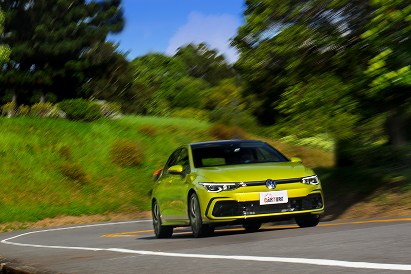 受惠於48V輕油電系統,加速起步輕盈且無任何遲疑。
