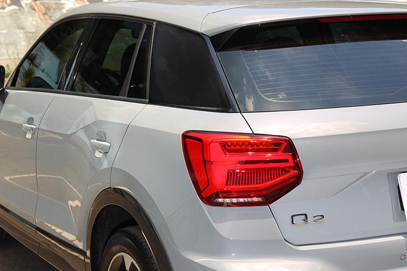 尾燈並未進行更改,黑色風格套件除車頭C柱也採黑色配置。