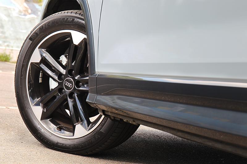 試駕車型加價91,000元選配18吋Audi Sport輪圈。