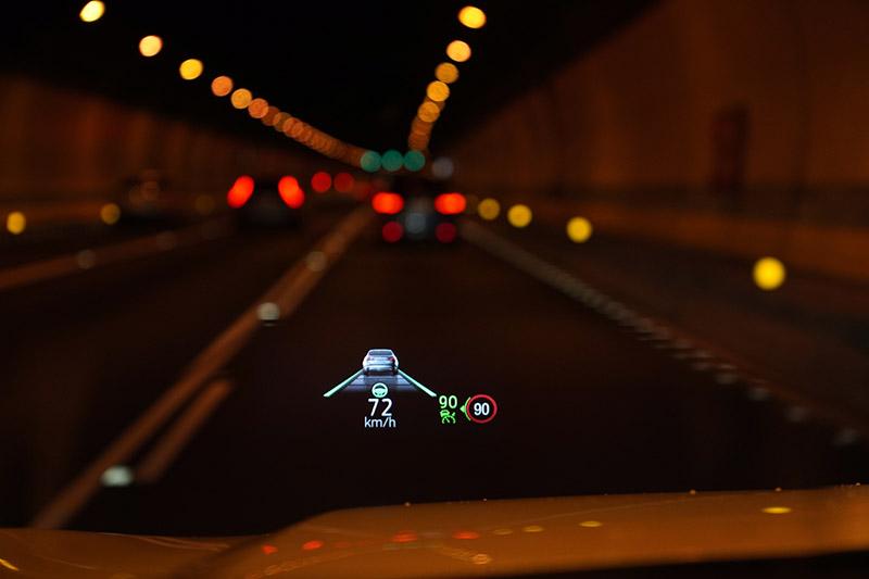 RED道路邊緣偵測系統適用於未有標線或標線不清的道路,在台灣較有機會使用到的路段是高速公路的路肩。