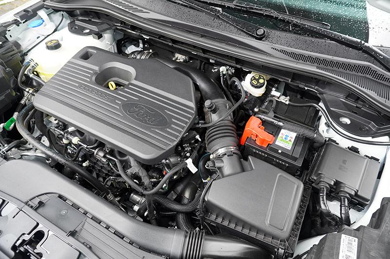 Kuga ST-Line X搭仔的2.0升渦輪增壓引擎,具備250ps最大馬力與38.7kgm最大扭力,搭配八速手自排變速系統,並有五種動態模式〈標準、節能、運動、防滑、雪地/沙地輔助〉可切換。