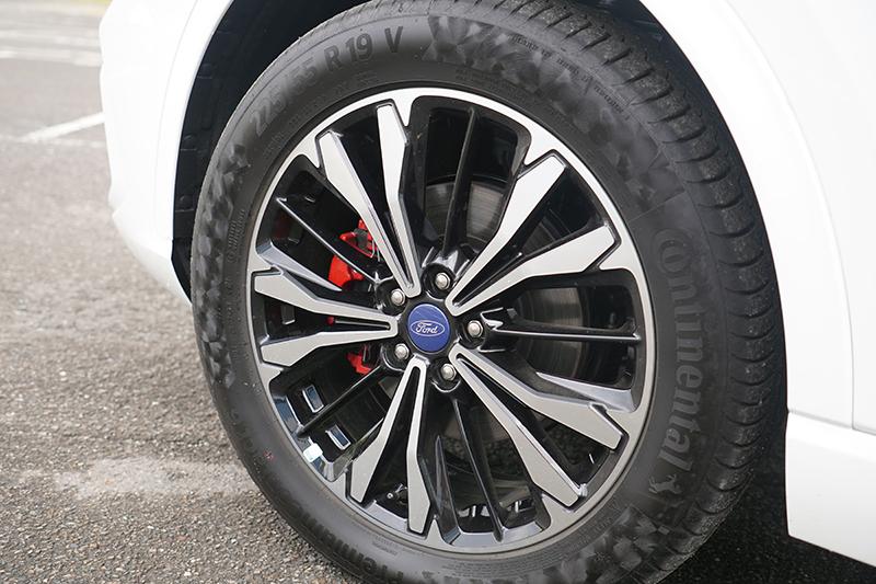 在21.5年式將原本是列為經銷商選配的馬牌PC6輪胎改為標配。
