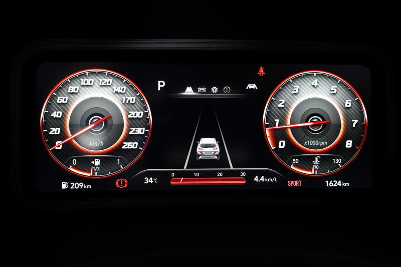 全數位顯示的10.25吋儀表板不僅科技度大幅提升,行車資訊上亦帶來更為清晰的辨識度