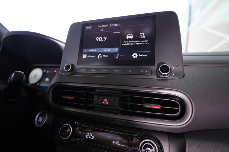 中控部分僅在螢幕邊框造型有所調整,不是期待的那組10.25吋觸控款式