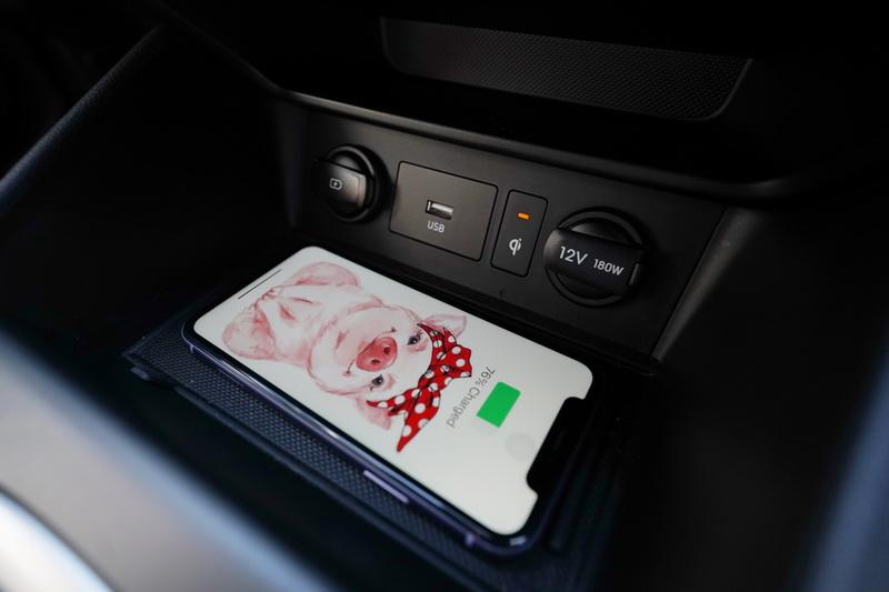小改款Kona導入了無線充電座及無線Apple CarPlay & Android Auto功能