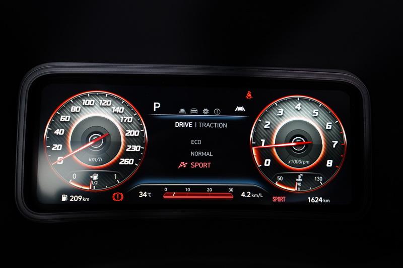 駕駛模式設定在Sport狀態下,油門與變速箱反應變得更為激進