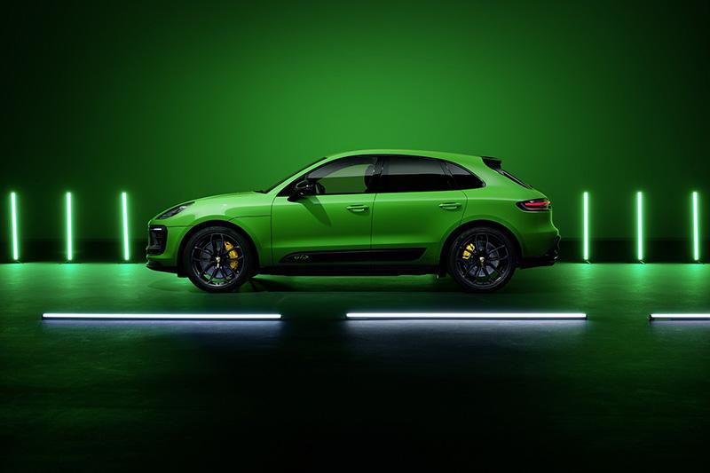 配備GTS 運動套件的 Macan GTS相襯的蟒蛇綠(Python Green)車色。